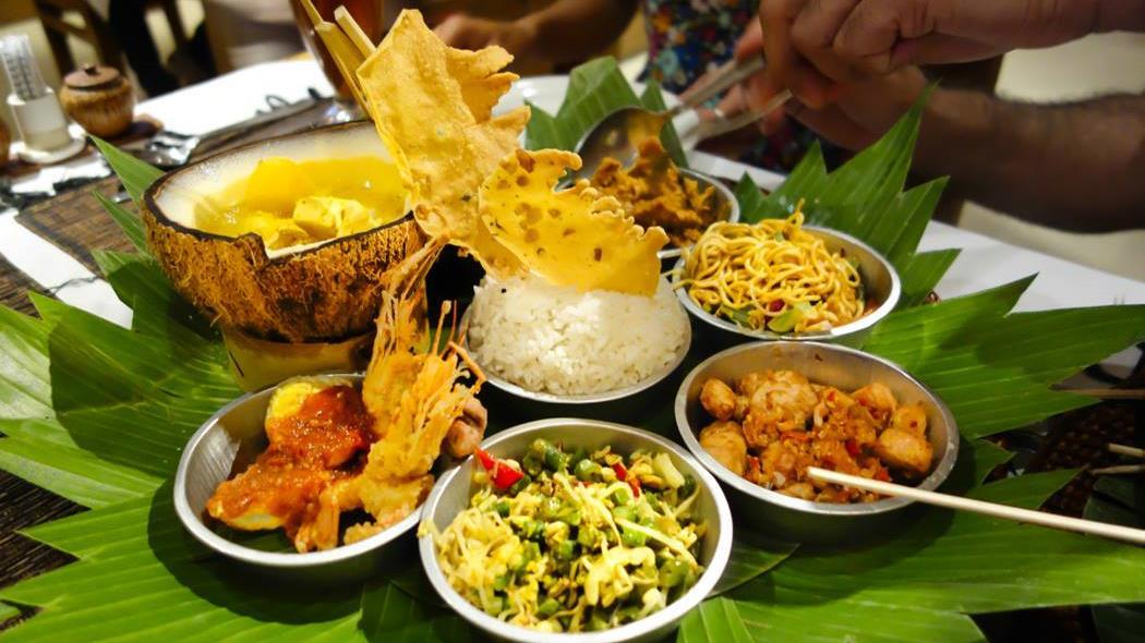 indonesia_bali_warung_mixed-dishes